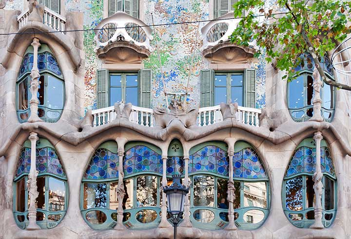 Gaudi architecture exterior detail | jhtravel.org